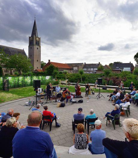 De Tornado's zorgen voor zomers briesje bij heropening Openluchttheater Nispen