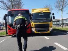 Lijnbus botst met vrachtwagen in Breda