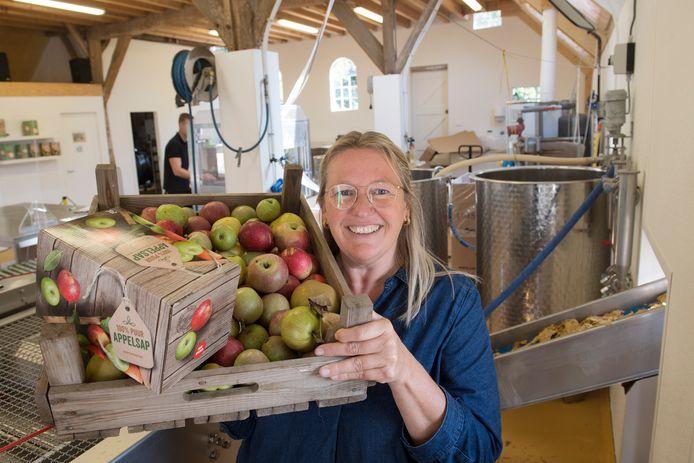 Melissa den Beer Poortugael met haar vinding, de Mobipers.
