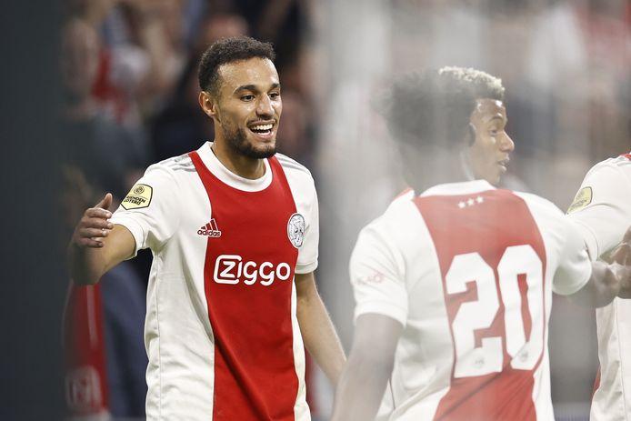 Noussair Mazraoui (l) viert zijn treffer namens Ajax tegen FC Groningen.