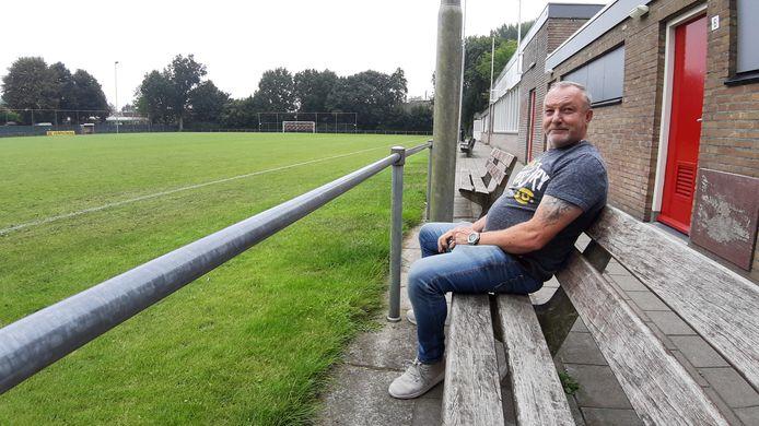 Voorzitter Ger Bruggeman van SV Advendo in Breda, aan het hoofdveld.