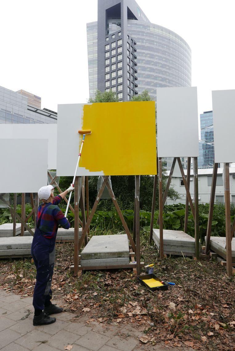 Kunstenares Rosa Sijben aan het werk. Beeld GET LOST.