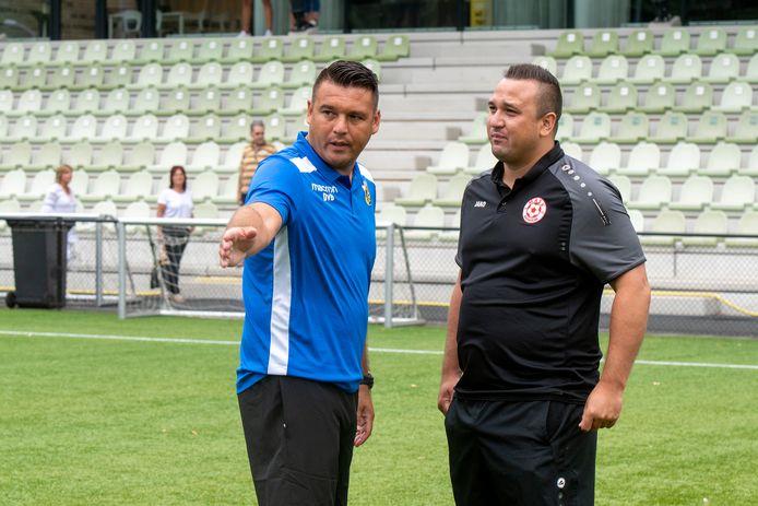 Dennis en Jhon van Beukering twee jaar gelden als trainers van Vitesse Onder 19 en MASV.