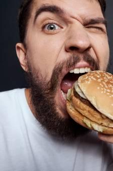 Dit is waarom je beter een hamburger kunt eten dan een salade als je ziek bent