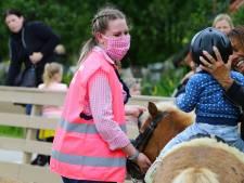 Avonturenboerderij Molenwaard is weer open: 'Hou jij vier kippen afstand?'