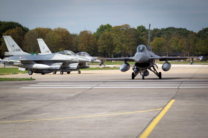 Gevechtsvliegtuigen op de Vliegbasis in Volkel.