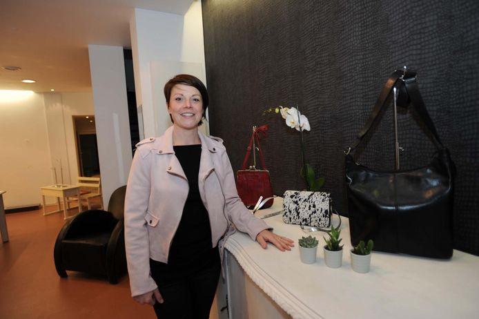 Karen Verbeke opent vrijdag haar gloednieuwe winkel 'Tassen en Kabassen'.