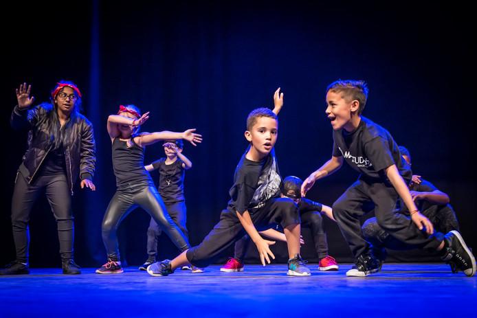 Dansers van Max Studios in actie.