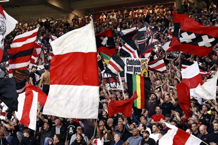 Sfeerbeeld van supporters tijdens de UEFA Champions League wedstrijd tussen Ajax Amsterdam en Besiktas in de Johan Cruijff ArenA