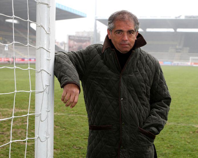 Juan Lozano twaalf jaar geleden op de grasmat van Beerschot, de club waarbij hij in de jaren '70 schitterde.
