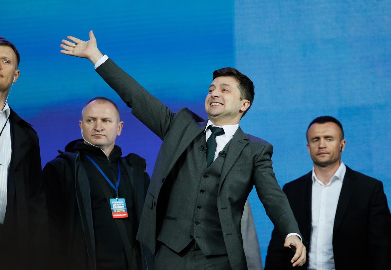 De komiek Volodymyr Zelenski is zondag de gedoodverfde winnaar van de presidentsverkiezingen in Oekraïne.
