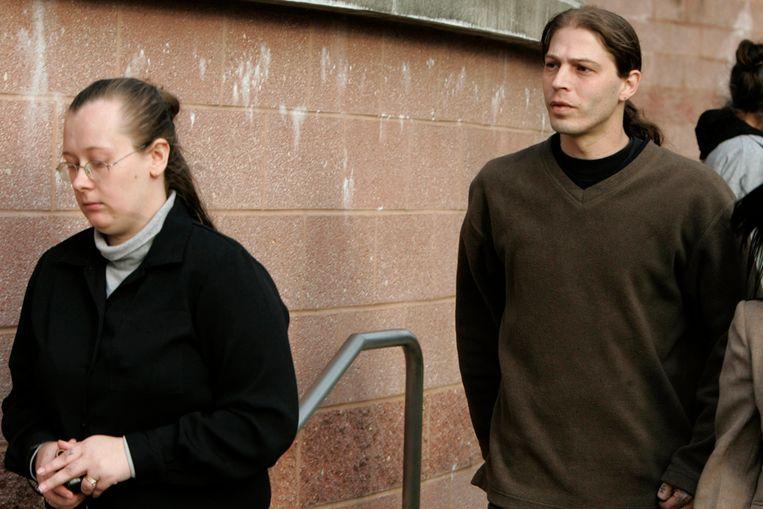 De ouders van Adolf Hilter in 2009, nadat een rechter had bepaald dat ze de zorgplicht over hun zoon kwijtraken (AP) Beeld AP