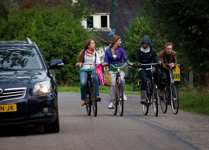 Het asfalt van het fietspad op de Harmelerwaard krijgt een onderhoudsbeurt.