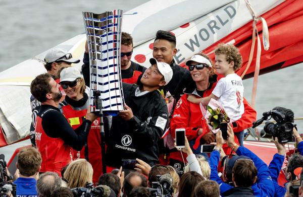 **Frans-Chinees team met Nederlandse aan boord wint Volvo Ocean Race na bloedstollende finale**