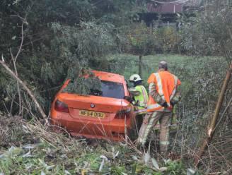 Oranje BMW in dieperik langs E403, inzittenden spoorloos