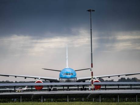 Vliegtuig op weg naar Oslo krijgt technische problemen en moet landen in Eindhoven