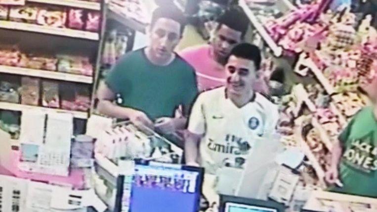 Enkele uren voor de aanslag in Cambrils ogen drie daders (vermoedelijk Moussa Oukabir, Houssaine Abouyaaqoub en Omar Hychami) ontspannen. Een bewakingscamera in een tankstation legde ze vast. Beeld