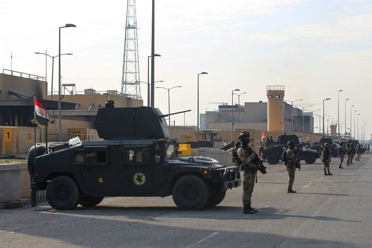 De Amerikaanse ambassade in Bagdad wordt bewaakt door Iraakse antiterreurtroepen. Archiefbeeld.  Beeld AFP