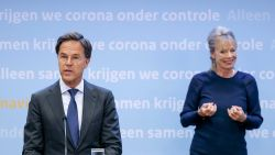 Nieuwe maatregelen in Nederland: registratieplicht in horeca en teststraat op Schiphol
