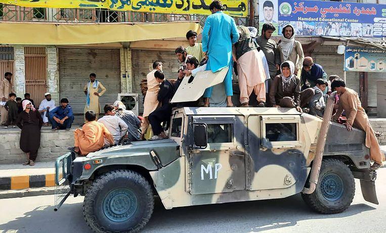 De Taliban hebben zondagochtend de stad Jalalabad in het oosten van Afghanistan ingenomen. Beeld AFP
