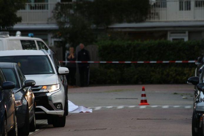 Wit laken over het slachtoffer in Amsterdam.