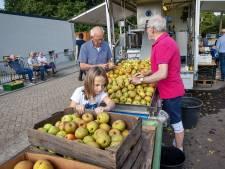 De Sappers maken in Bergeijk sap van goede late fruitoogst
