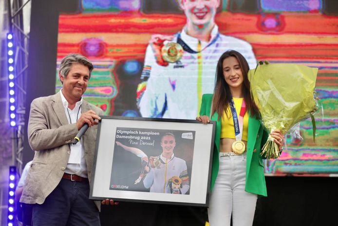 'Golden girl' Nina Derwael werd feestelijk gehuldigd door thuisstad Sint-Truiden.