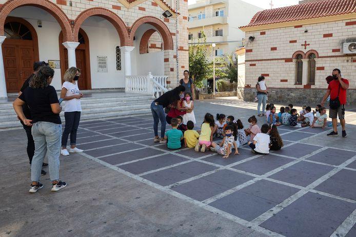 Mensen op straat in Heraklion.