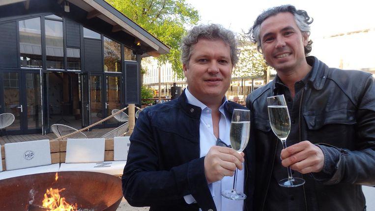 Bram van Es (l) en Michel Pais, eigenaren van Strandzuid, fris terug uit Bali Beeld Schuim