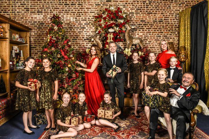 De cast van De Kerstshow 2021.