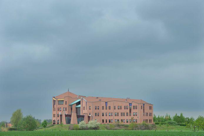 Het 'kasteel', 'paleis' of 'gemeentehuis' in Maurik