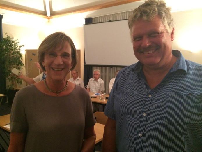 Anja Rijlaarsdam en Hans Vielvoije maakten een paar jaar terug een rondje langs dorpsraden om over buurtbemiddeling te vertellen. hier zijn ze in Nieuwerkerk