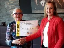 Uitverkochte dichtbundel levert 2.800 euro op voor Oisterwijks goede doel