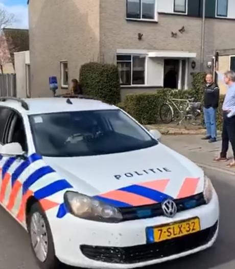 Agent Wim zwaait na 49 jaar af: geen receptie maar een optocht met loeiende sirenes door de straat