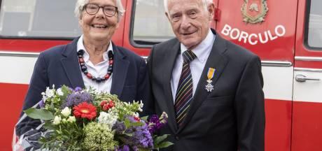 Niks Vlearmoesbus, maar 'als de brandweer' naar het lintje