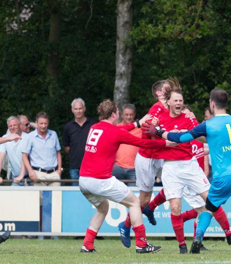 Terug in de tijd: RSC viert promotie ook in Ootmarsum
