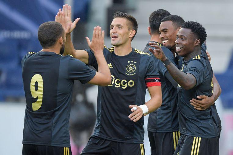 Dusan Tadic (midden) en Zakaria Labyad vieren een doelpunt. Rechts Quincy Promes. Beeld BSR Agency