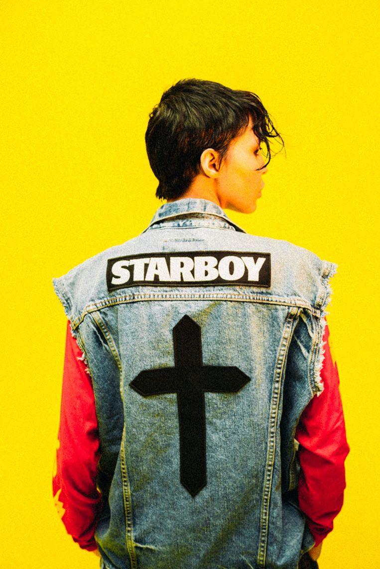 ► Voor de kleren rond Starboy, het album van r&b-artiest The Weeknd, werd een grote campagne opgezet. De eerste stukken werden maar drie dagen lang verkocht in acht hippe boetieken. Beeld rv