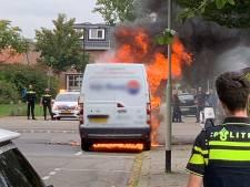 Busje vat vlam in Breda