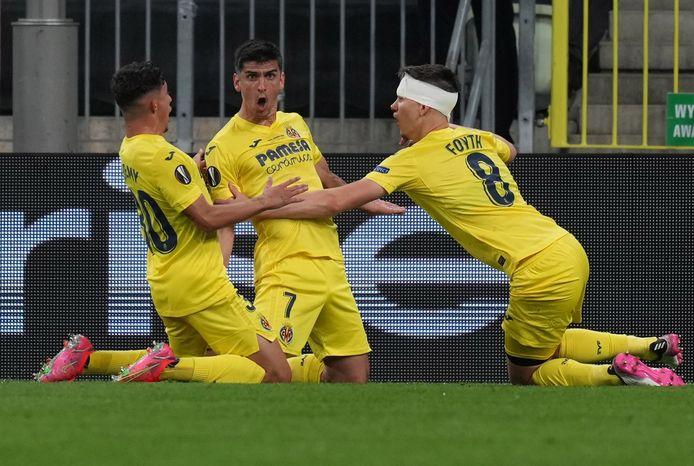 Een beeld na een half uur spelen: Moreno brengt Villarreal tegen de gang van het spel in op voorsprong.