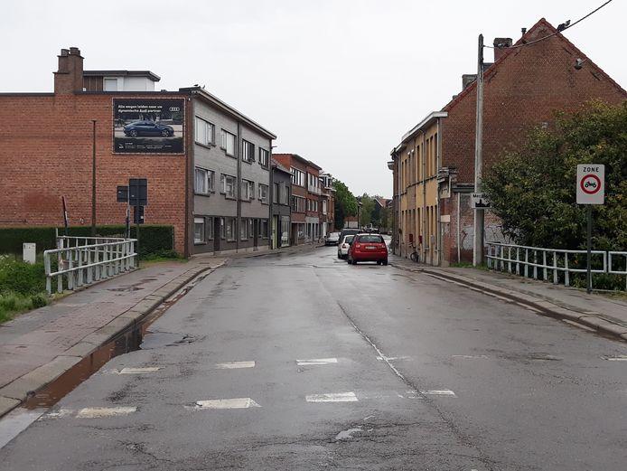 De Grote Nieuwedijkstraat ter hoogte van de Vrouwliet, op de grens van Mechelen en Sint-Katelijne-Waver