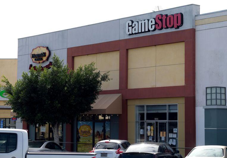 De waarde van de winkelketen voor videospellen GameStop steeg door de massale aankoop van aandelen door Reddit-gebruikers in één week met 1.000 procent. Beeld AFP