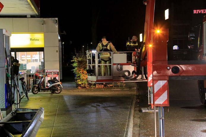 Politie houd drie personen aan en neemt twee auto's in beslag na bedreiging bij tankstation