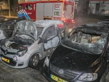 Drie auto's branden uit in Arnhem