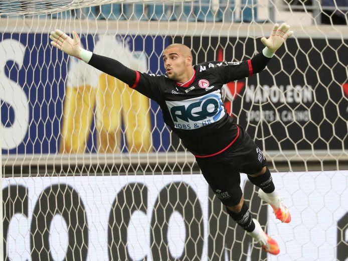 Adam Jakubech begon als nummer één aan het seizoen bij KV Kortrijk, maar krijgt er eerstdaags met Marko Ilic een stevige concurrent opzij.