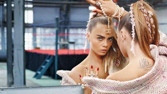 Cara Delevingne in een campagne van Chanel.