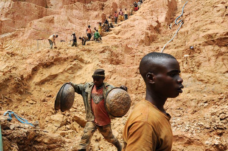 Een goudmijn in Congo.  Beeld AFP