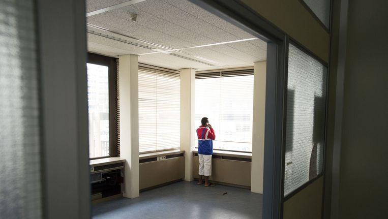 Een uitgeprocedeerde asielzoeker in de Vluchtgarage in Amsterdam. Beeld anp