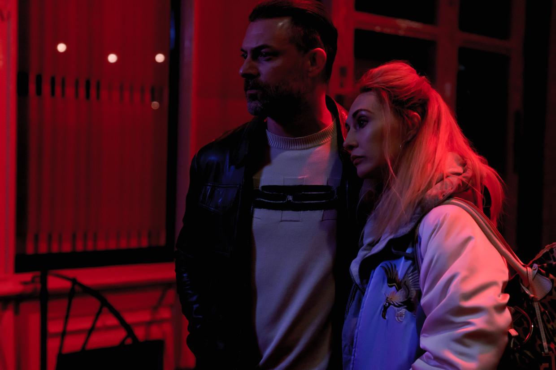 Geert Van Rampelberg en Carice van Houten in 'Red light' op Streamz.  Beeld Maarten De Bouw