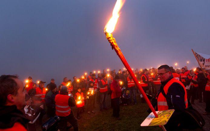 Protest tegen doortrekking van de A15, in 2012.